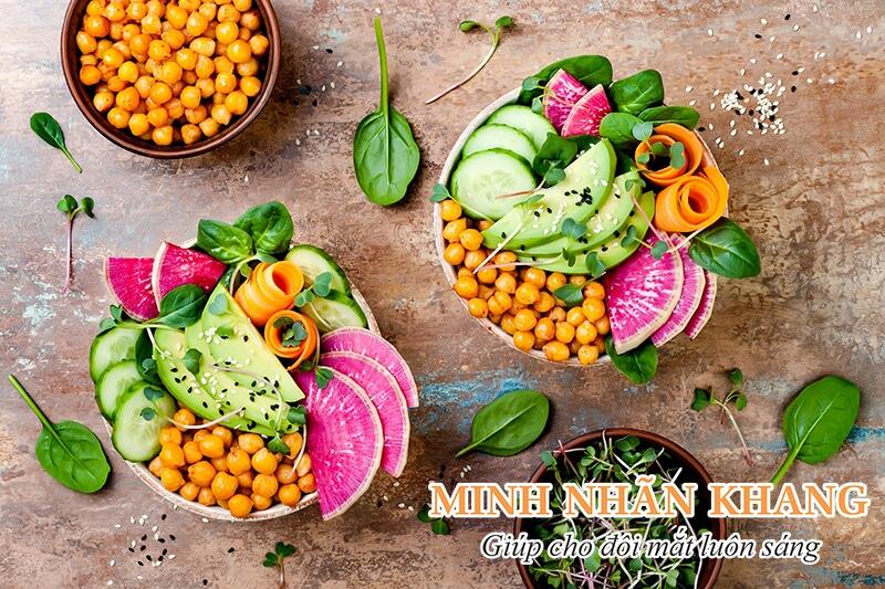 Ăn nhiều rau quả là cách chữa đục thủy tinh thể đơn giản tại nhà